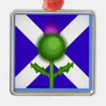 Cardo y bandera escoceses ornamente de reyes