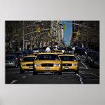 Carga amarilla del taxi posters