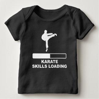 Carga de las habilidades del karate playera de bebé