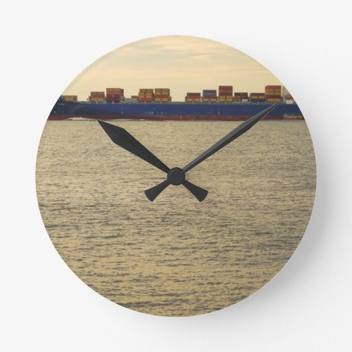 Carga del cargo relojes de pared