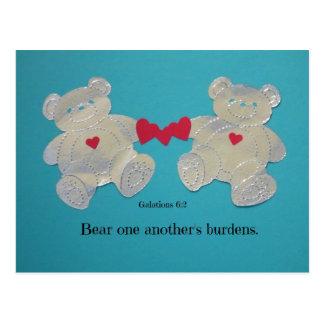 Cargas uno del otro del oso. 6:2 de Galatians Tarjeta Postal