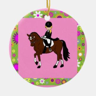 Caricatura rubia del jinete del caballo del adorno redondo de cerámica