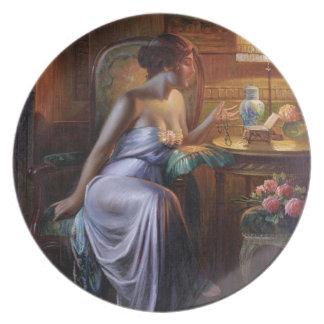 Carlier: Señora elegante con el collar Platos