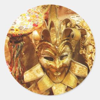 Carnaval de la máscara del bufón del oro del pegatina redonda