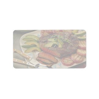 Carne asada de carne de vaca cortada con las cebol etiqueta de dirección