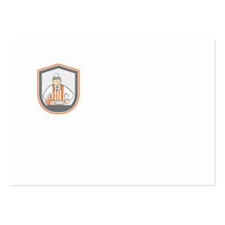 Carnicero que taja el dibujo animado del escudo tarjeta personal