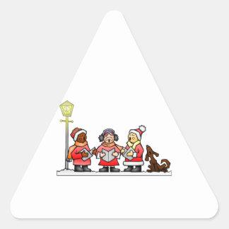 Carolers estilizados Caroling del navidad del Pegatina Triangular