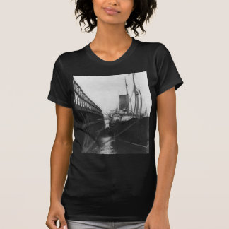 Carpathia in dock in New York 1912 T-Shirt