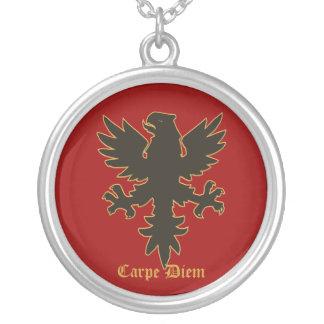 Carpe Diem, agarra el collar de Eagle del día