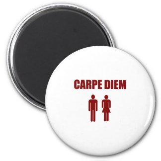 Carpe Diem (muchacho y chica rojos del texto) Imán Redondo 5 Cm