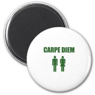 Carpe Diem (muchacho y chica verdes del texto) Imán Redondo 5 Cm
