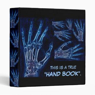 Carpeta azul de la radiografía de la mano