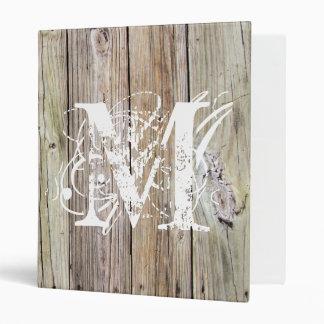 Carpeta con monograma de madera rústica