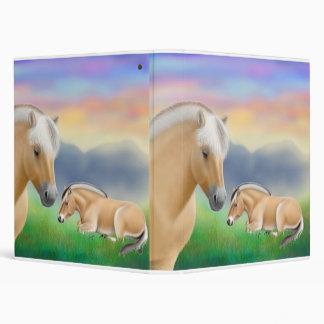 Carpeta de Avery de los caballos del fiordo en des