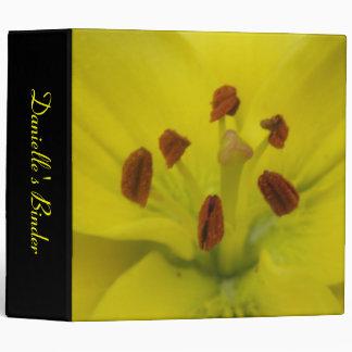 Carpeta de encargo floral del lirio amarillo