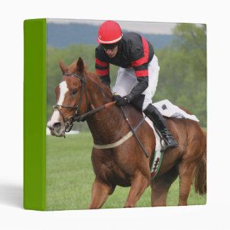 Carpeta de la carrera de caballos del césped
