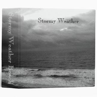 Carpeta de la playa del clima tempestuoso
