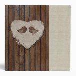 Carpeta de madera del corazón de los Lovebirds de