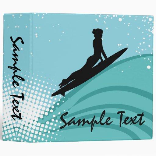 Carpeta del chica de la persona que practica surf