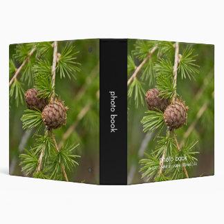 Carpeta del libro de la foto de los conos del pino