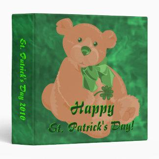 Carpeta del oso de peluche del día de St Patrick