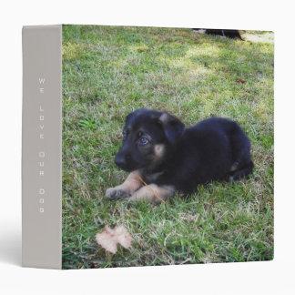 Carpeta del perrito del pastor alemán