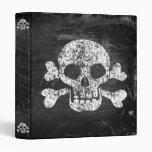 Carpeta gastada del cráneo y de la bandera pirata