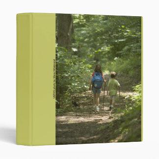 "Carpeta/niños que caminan en las maderas carpeta 1"""