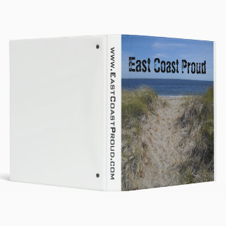 Carpeta orgullosa de las dunas de arena de la cost