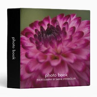 Carpeta púrpura del libro de la foto de la dalia