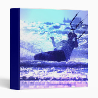Carpeta que practica surf de la cometa