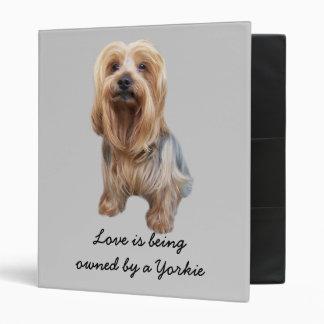 Carpeta tan linda de Yorkshire Terrier