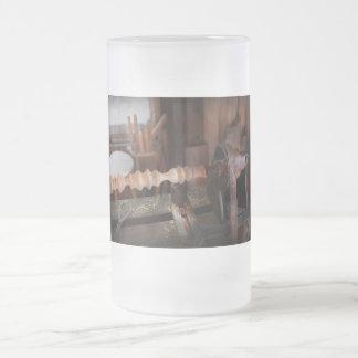Carpintero - torno - versión preliminar jarra de cerveza esmerilada