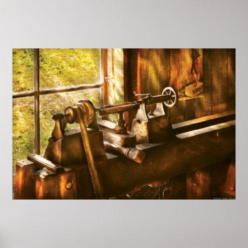 Carpintero - un torno viejo póster