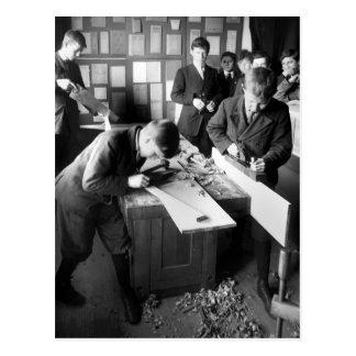 Carpinteros en el entrenamiento 1900s tempranos tarjeta postal