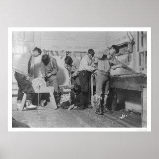 Carpinteros esquimales en Alaska 1904 Posters
