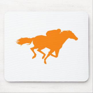 Carrera de caballos anaranjada tapete de ratón