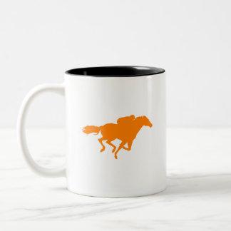 Carrera de caballos anaranjada taza dos tonos