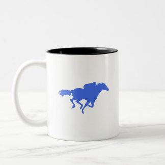 Carrera de caballos del azul real taza de café