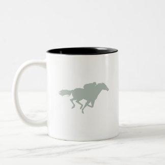 Carrera de caballos del gris de ceniza tazas de café