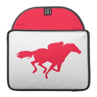 Carrera de caballos del rojo del escarlata fundas macbook pro