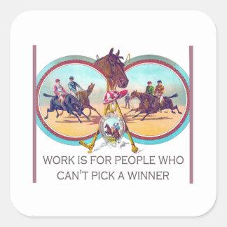 Carrera de caballos divertida - trabaje para la ge calcomanía cuadradase