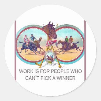 Carrera de caballos divertida - trabaje para la ge etiqueta