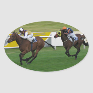 Carrera de caballos en imágenes del césped del ji pegatinas de ovaladas