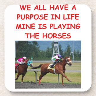 carrera de caballos excelente posavasos de bebidas