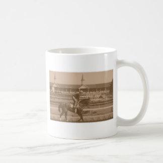 Carrera de caballos histórica taza de café