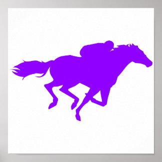 Carrera de caballos púrpura violeta póster
