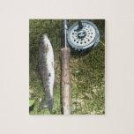 carrete de la trucha arco iris y de la pesca con m puzzle con fotos