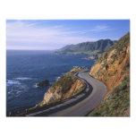 Carretera 1 a lo largo de la costa de California c Cojinete