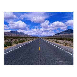 Carretera a través de Death Valley, California Postal